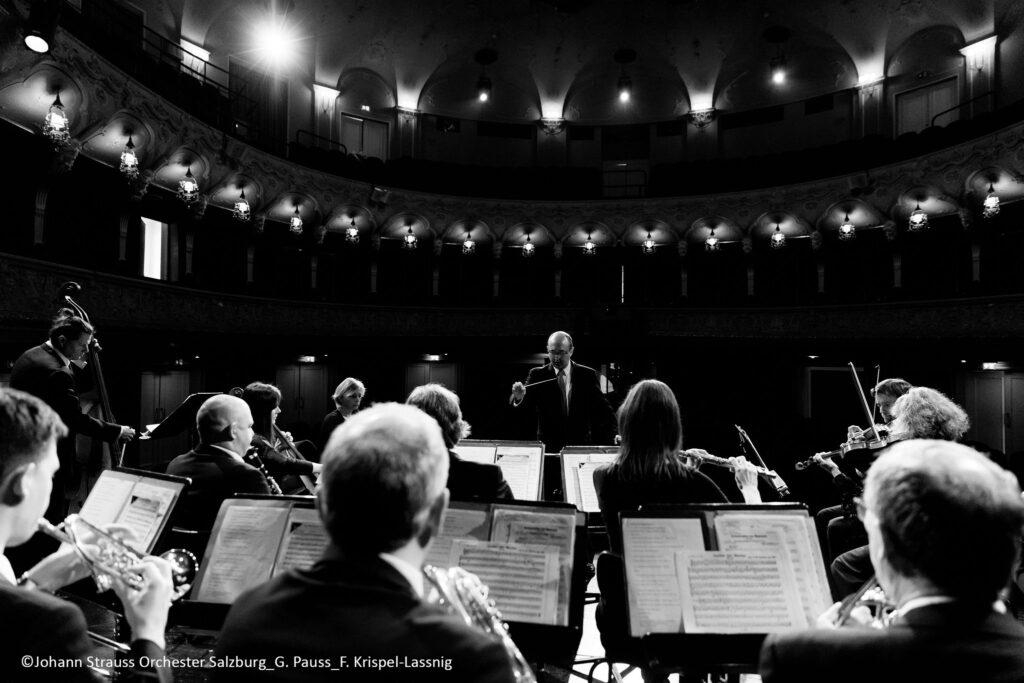 Das Neujahrskonzert am 01.01.2020 im Salzburger Landestheater unter der Musikalischen Leitung von Adrian Suciu